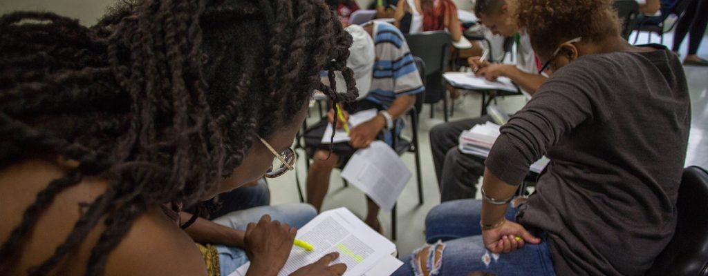 https://www.oxfam.org.br/wp-content/uploads/2020/04/educacao-1024x400.jpg